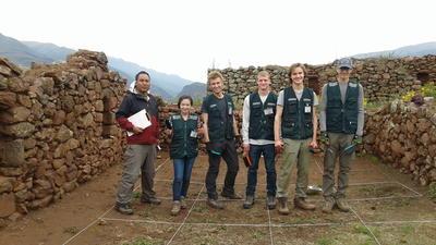 En gruppe frivillige har klargjort et utgravningsfelt