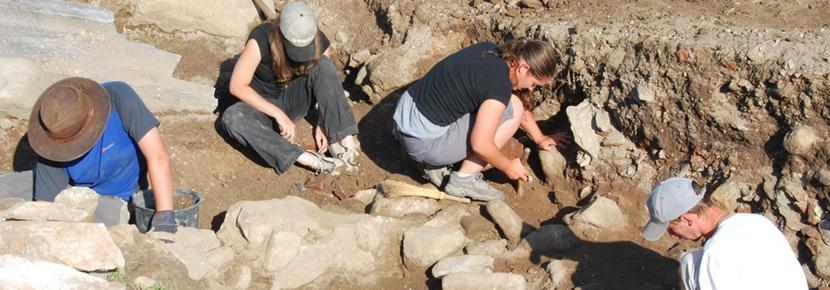 Projects Abroad-frivillige på arkeologiprosjekt i Romania