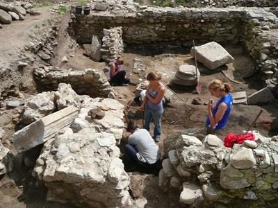Frivillige på arkeologiprosjektet i Romania