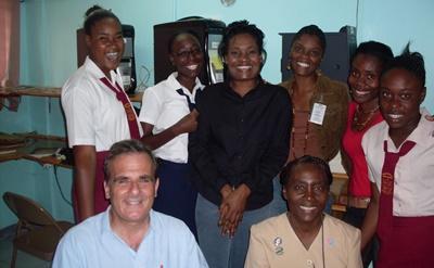 Frivillige på et senter benyttet for feltarbeid innen hiv/aids på Jamaica