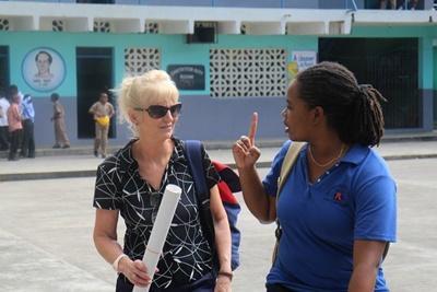 Informasjonskampanje om HIV/AIDS i regi av Projects Abroad sine ansatte og frivillige på Jamaica