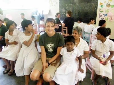 Frivillig på Sri Lanka som jobber med barn med spesielle behov