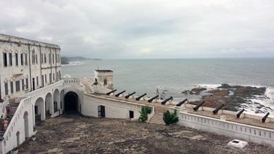 Utflukt til slavefortet i Cape Coast er en av helgeturene på gruppetur i Ghana