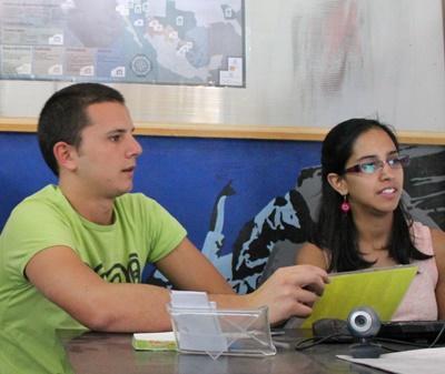 Frivillige gjør kontorarbeid på prosjektet Internasjonal Utvikling i Mexico