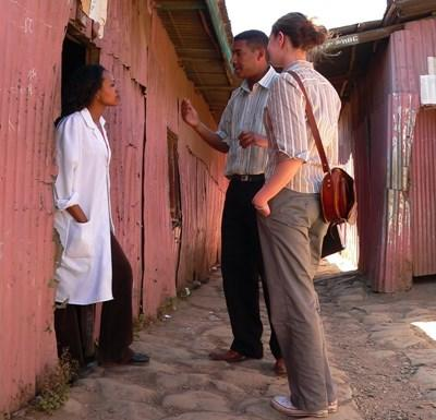 Frivillige intervjuer lokale på journalistikkprosjektet i Etiopia