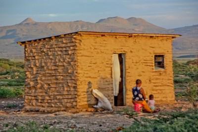 Frivillige jobber i landsbyer i Tanzania på filmprosjektet