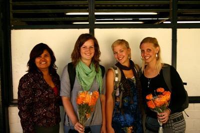Gruppe med frivillige i arbeid på en printplassering på journalistikkprosjektet i Mexico