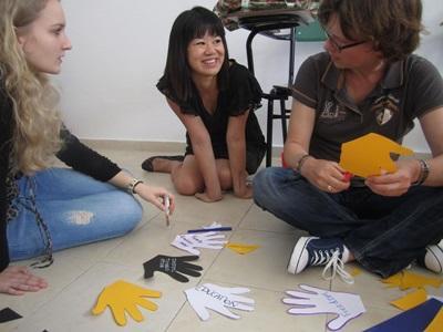 Frivillige på menneskerettighetsprosjektet i Argentina jobber med pedagogiske aktiviteter