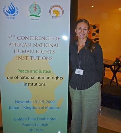 Frivillige på jussprosjektet i Marokko deltar på en menneskerettighetskonferanse