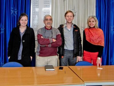 Frivillige på menneskerettighetsprosjektet på jobb på Projects Abroads kontor i Marokko