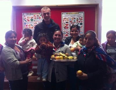 Frivillig underviser i ernæring på et omsorgsenter i Peru