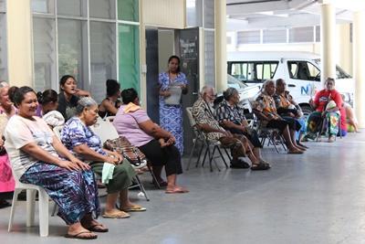 Projects Abroad Frivillige jobber med pasienter på et ernæringsprosjekt på Samoa