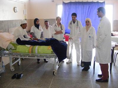 Sykepleiestudenter observerer leger på et sykehus i Marokko