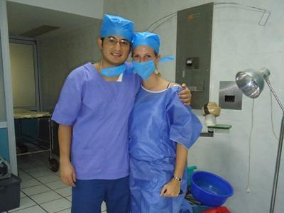 Sykepleiefrivillige i arbeidsantrekk på et sykehus i Mexico