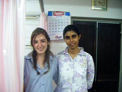 Frivillig med ansatt på tannlegefagprosjektet på Sri Lanka med Projects Abroad