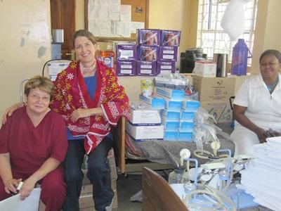 Frivillig i Tanzania sammen med ansatt på Tannlegefagprosjektet