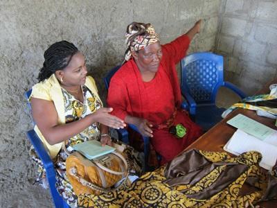 Frivillige på et Mikrofinansprosjekt som jobber med lokale syersker for å kunne gi små lån for utvikling av bedriften
