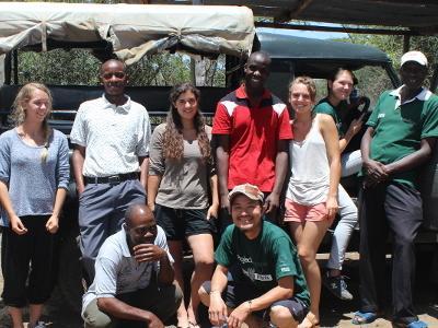 En gruppe Projects Abroad-frivillige på Afrikansk Savannebevaring i Kenya, Afrika