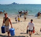Undersøkelse av strandopprydning utført av frivillige på natur- og miljøprosjektet i Thailand
