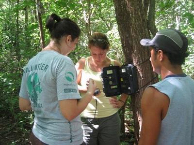 Frivillige gjør undersøkelser på natur- og miljøprosjektet i Costa Rica