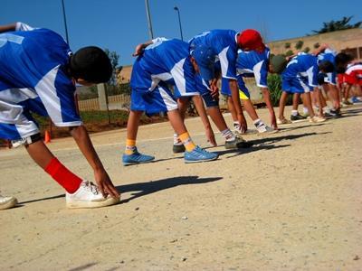 Ungdom som tøyer ut på et sportprosjekt på Sri Lanka