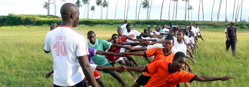 Rugbytrening med frivillig trener i Ghana