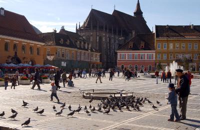I sentrum av Brasov er det flotte områder å slappe av på etter dagens språkundervisning