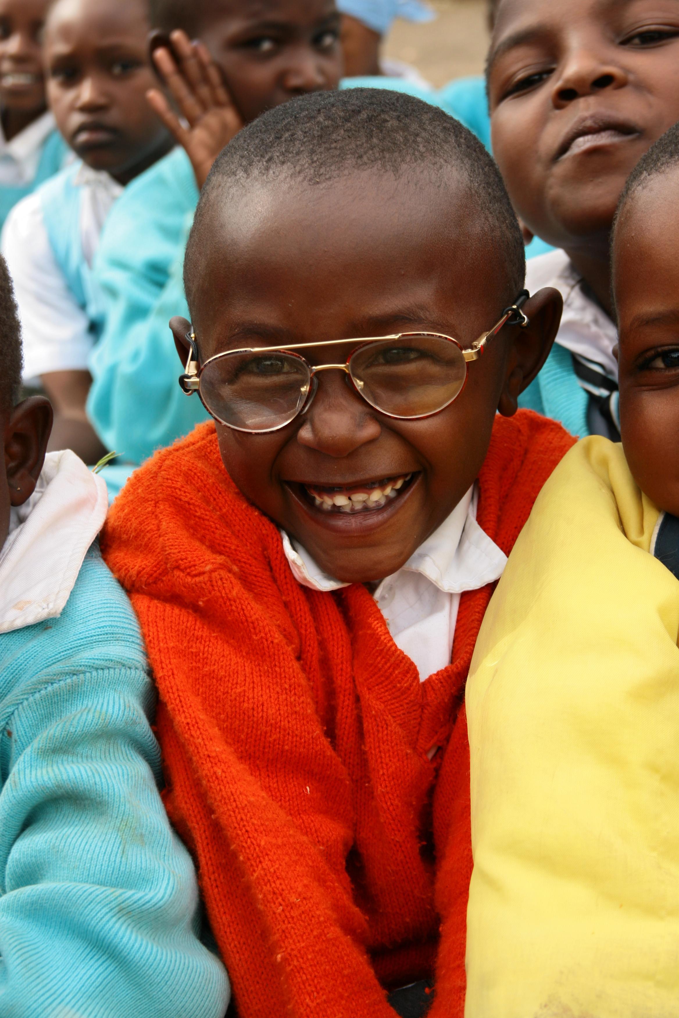Guttunge på undervisningsprosjekt med Projects Abroad i Kenya