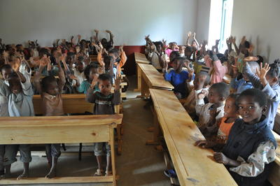 Klasserommene på Madagaskar er ofte fulle av svært mange elever