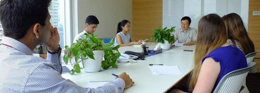 Frivillige i et forretningsmøte på et businessprosjekt
