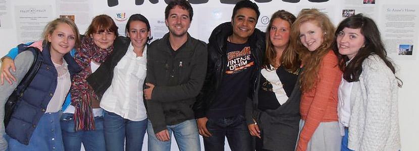 Frivillige på et arrangement på ungdomsfrivilligprosjektet innen juss og menneskerettigheter