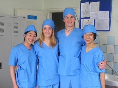 Medisinfrivillige i arbeidsantrekk på et sykehus i Mongolia