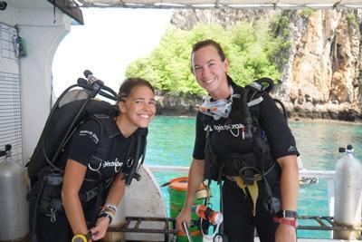 Projects Abroads frivillige gjør seg klare for dykking med marinbevaring i Thailand