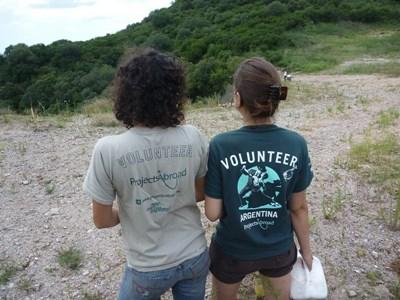 Frivillige som jobber på et rehabiliteringsenter for dyr i Argentina
