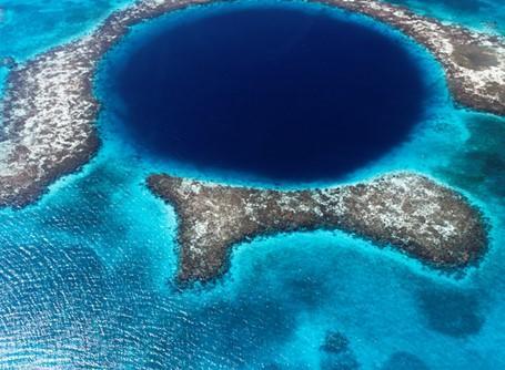 Det blå hullet i nærheten av Belize