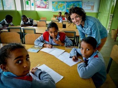 Frivillig sammen med studenter på en skole på et prosjekt i Addis Abeba, Etiopia