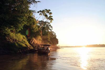 Adkomst ved elven på frivillig arbeid på Natur og Miljø-prosjekt i Peru