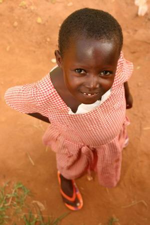 Jente på feltarbeid på Kwomoso skole i Akuapem Hills med Projects Abroad