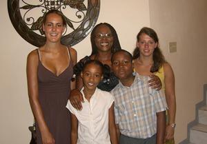 Frivillig sammen med sin vertsfamilie i Mandeville, Jamaica