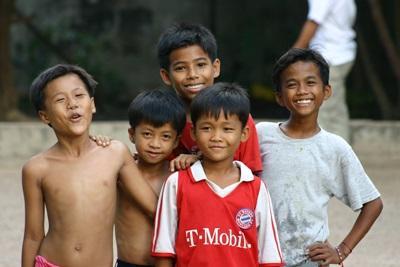 Unge gutter på gaten på Projects Abroads destinasjon i Kambodsja, Asia