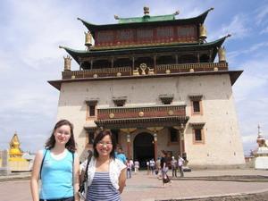 Frivillig som reiser til templer under sitt prosjektopphold i Mongolia