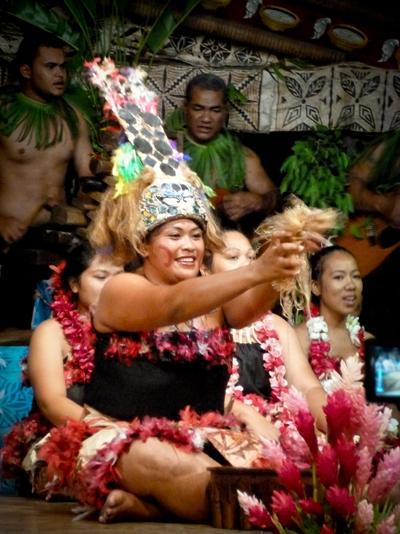 Lokal samoansk kvinne kledd i tradisjonelle klær under en seremoni på et prosjekt innen kultur og samfunn