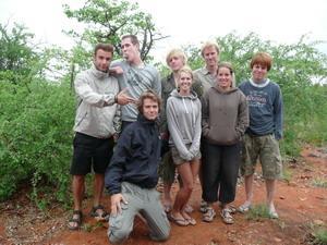 Gruppe med frivillige på bevaringsprosjektet i Sør-Afrika
